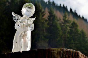 ガラスの天使の像の写真