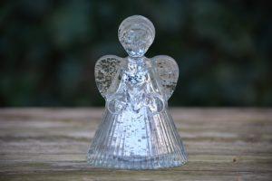 ガラスの天使の像