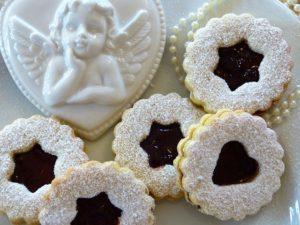 天使のチョコレートとクッキーの写真