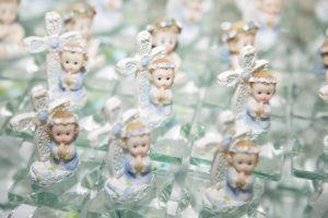 複数の天使の人形の写真