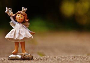 女の子の天使の人形
