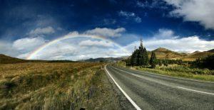 空に広がる虹の写真